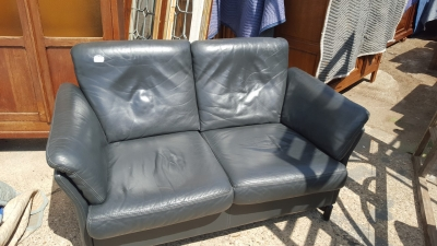 16I15011 SMALL MODERN LEATHER LOVE SEAT (2).jpg