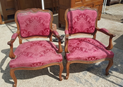 16I15025 PAIR OF LOUIS XV UPHOLSTERED FAUTEUILS.jpg