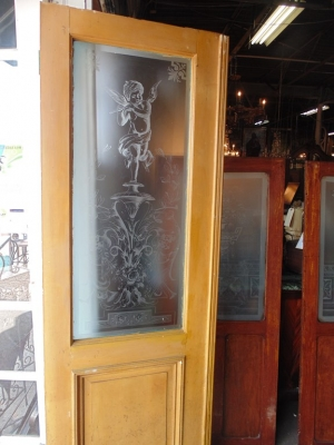 14D22011 CHERUB ETCHED GLASS DOOR
