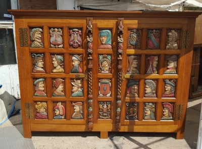 16I15036 POLYCHROME CABINET WITH HEADS (1).jpg