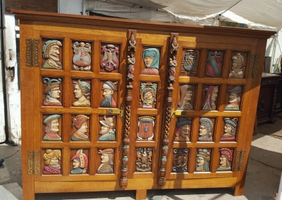 16I15036 POLYCHROME CABINET WITH HEADS (2).jpg