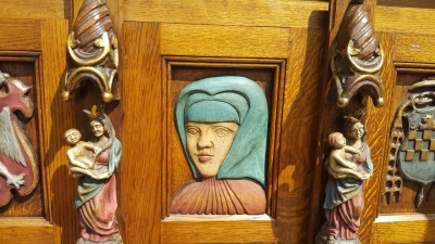 16I15036 POLYCHROME CABINET WITH HEADS (3).jpg