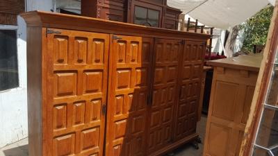 16I15057 OAK 4 DOOR PANELED CABINET (1).jpg
