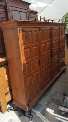 16I15057 OAK 4 DOOR PANELED CABINET (2).jpg