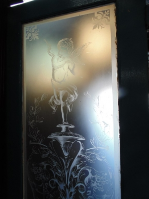 14D22011 CHERUB ETCHED GLASS DOOR