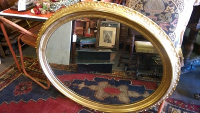 16I08224 19TH CENTURY OVAL GILT FRAMED MIRROR (1).jpg