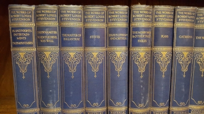 16I02 LARGE SELECTION OF CLASSIC BOOKS (6).jpg