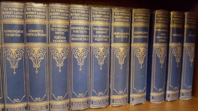 16I02 LARGE SELECTION OF CLASSIC BOOKS (7).jpg