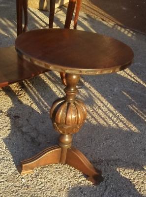 16J05008 ELIZABETHAN STYLE SMALL OAK PEDESTAL TABLE.jpg