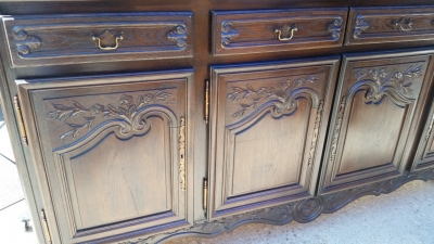 16J05000 LARGE FLAT-FRONT 8 DOOR COUNTRY FRENCH CABINET (2).jpg