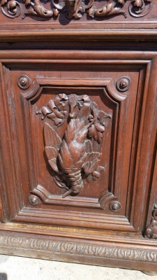16J05022 GAME AND LION CARVED SERVER (2).jpg