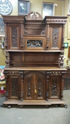 16J05035 CARVED HUNT CABINET WITH HUNT SCENE (2).jpg