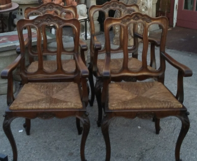 16J05042 BSET OF 4 COUNTRY FRENCH ARMCHAIRS.jpg