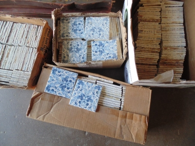14D21100 LOT OF BLUE AND WHITE TILES