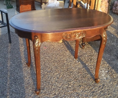 16J05042A SMALL OVAL COUNTRY FRENCH TABLE.jpg