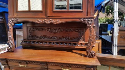 16J05043 PAIR OF CARVED BUFFETS WITH MIRRORED DOORS (2).jpg