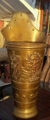 16J05049 BRASS UMBRELLA STAND WITH FACES.jpg
