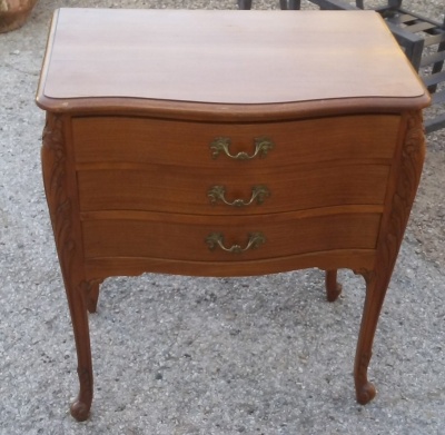 16J05052 SMALL MAHOGANY LOUIS XV 3 DRAWER CHEST ON LEGS.jpg