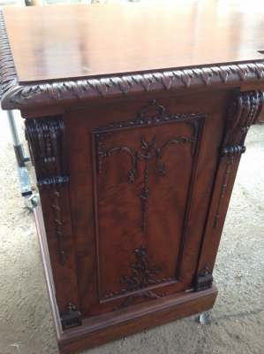 14c06011 mahog sideboard.JPG