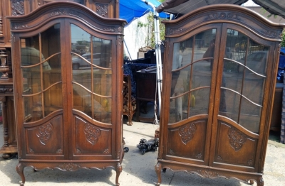 16J05065 PAIR OF DARK OAK COUNTRY FRENCH VITRINES (1).jpg