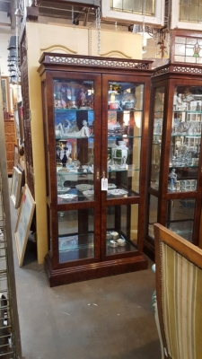 16K12 PAIR OF LIGHTED MAHOGANY DISPLAYS (1).jpg