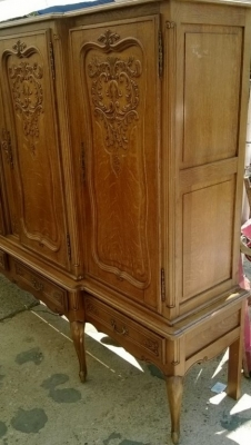 14D22025 LARGE 4 DOOR COUNTRY FRENCH CABINET