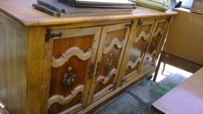 14D22020 RUSTIC PAINTED DETAIL CABINET