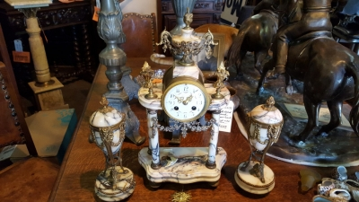 16L MARBLE CLOCK AND GARNITURES.jpg