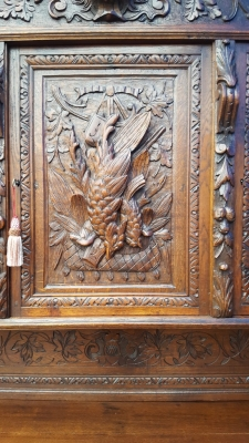 17A01 BEAUTIFULLY CARVED OAK HUNTBOARD (2).jpg