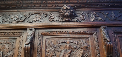 17A01 BEAUTIFULLY CARVED OAK HUNTBOARD (3).jpg