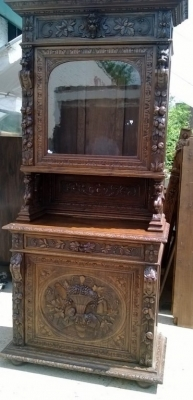 14D22032 BASKET CARVED HUNT CABINET
