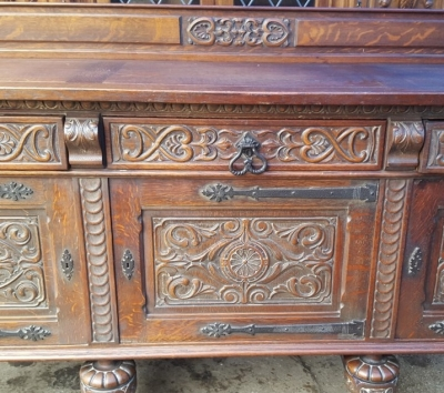 17A01 ENGLISH TUDOR SIDEBOARD (2).jpg