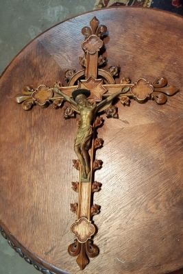 17A01 BEAUTIFULLY CARVED WOD CRUCIFIX.jpg