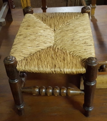 17A01 RUSH SEAT STOOL.jpg