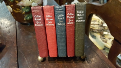 17A01 SET OF 5 BOOKS IN HOLDER (1).jpg