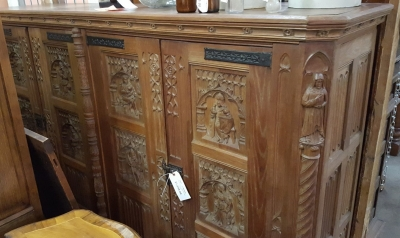 GOTHIC CARVED OAK CABINET (2).jpg