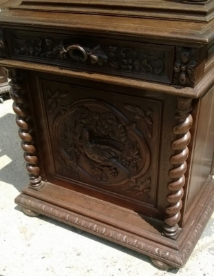 14D22012 NARROW BIRD CARVED HUNT CABINET