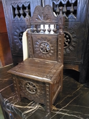 Lots Of Furniture Antiques Warehouse Great Prices And