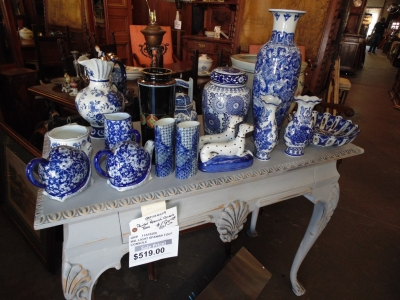 14D21500 SERIES OF BLUE AND WHITE DECORATIVE WARE GREAT PRICING ON THESE.JPG