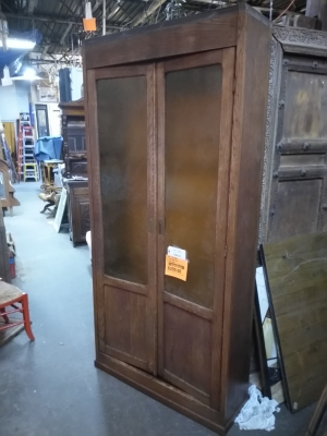 16I15060 TALL PLAIN OAK BOOKCASE $295.jpg