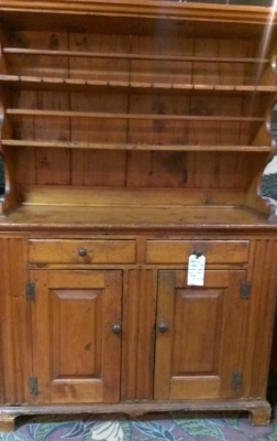 36 83803 19TH CENTURY HUTCH WITH DOVETAILED CORNER DETAIL (4).jpg