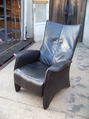 13A31050 Modern Black Leather Recliner  - Copy.JPG