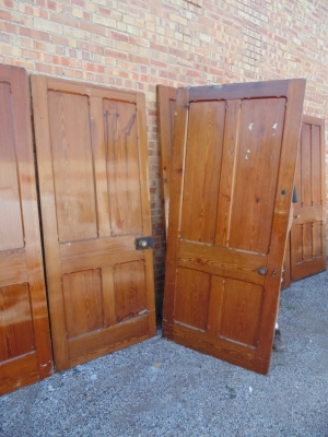 13E07003 AND 4 TWO ENGLISH PANELED PINE DOOR (1).JPG