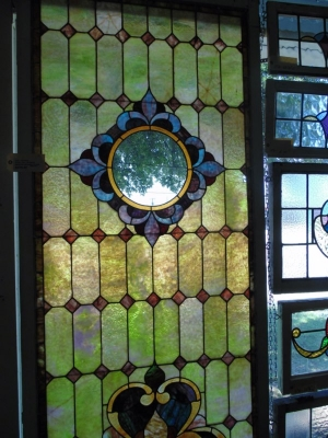 13D29603 LARGE STAINED GLASS MISSING CENTER.JPG