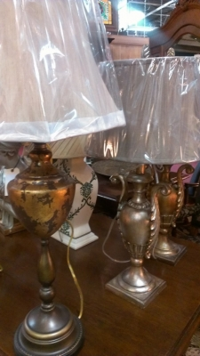 14E19600 SAMPLE OF HUGE SHIPMENT OF LAMPS AND SCONCES (1).jpg
