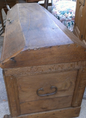 14E LARGE 19 TH CENTURY COFFER