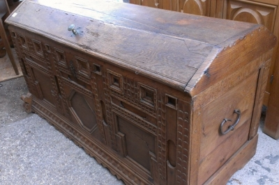 14E LARGE FRENCH 19TH CENTURY COFFER