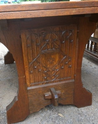 14E GOTHIC DINING TABLE