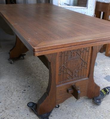 14E GOTHIC TABLE