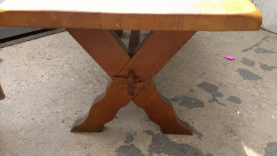 14E SMALL OAK TRESTLE TABLE